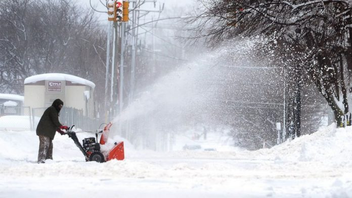 Major Snow Fall and Freezing Temperatures Have Hit Midwest and Northeast US