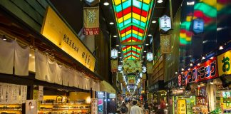 Two Cities In Japan Are Asking Tourists To Stop Eating While They Walk